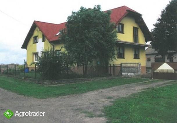 Dom mieszkalny oraz budynek gospodarczy - Rewica A (Skierniewice)